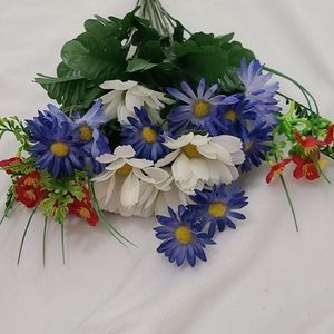 Accents - Red, white & Blue Flower Bundle